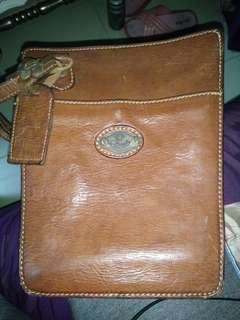 🚚 Leather sling bag used in sixties
