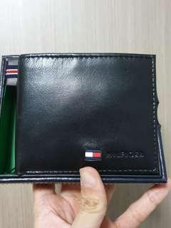 🚚 Authentic Tommy Hilfiger Leather Bifold Wallet with slight defect