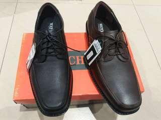 Sepatu pria merk watchout