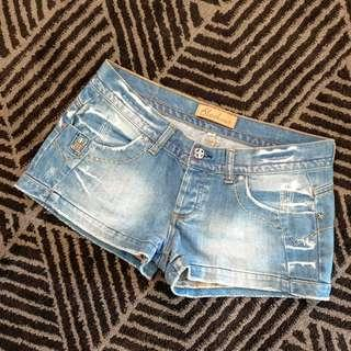 Women's size 10 'BLOCKOUT' Stunning distressed denim shorts - AS NEW