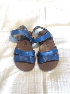🚚 Galucci kids shoes size 24