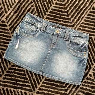 Women's size 12 'PORTMANS' Gorgeous distressed denim mini skirt - AS NEW