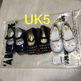 Adidas BB鞋 $40 each,全要$100, UK5