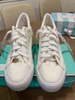 內增高小白鞋