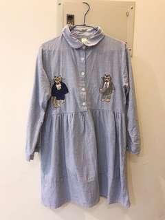 🚚 淺藍色白色相間直條紋貓咪不對稱刺繡長袖襯衫領洋裝棉質日系