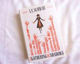 A Gathering of Shadows - V.E. Schwab (Hardcoved)