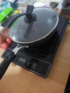 🚚 Induction Cooker with the wok and a lot of plates and bowls