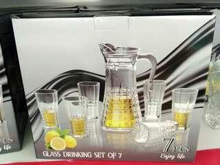 Glass drinking set