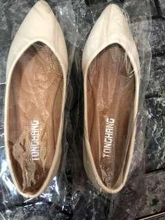 Beige flat pump shoes brand new EU35