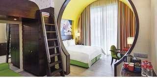 Good Friday- Festive hotel family room