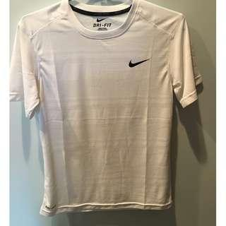 Nike 簡單小logo 輕便好搭