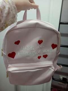 🚚 Wego 粉紅後背包
