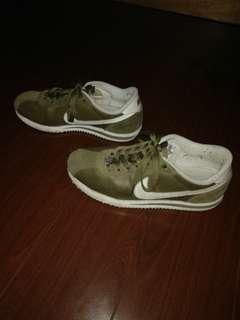 GREEN NIKE CORTEZ 72 NOT IN BAD SHAPE LOGO FADE ONLY 2000 NEGOTIABLE