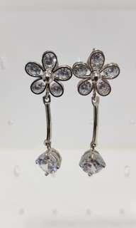 🚚 Earrings - Flowery diamond