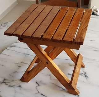 Foldable wooden low stools