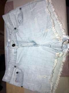 🚚 light blue denim shorts