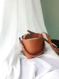 棕色水桶袋