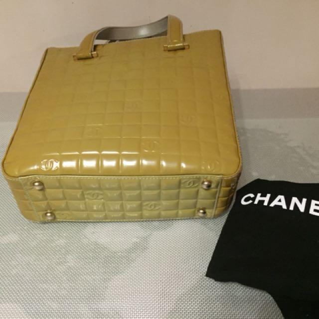 Chanel  購自日本。罕有青綠色手挽袋