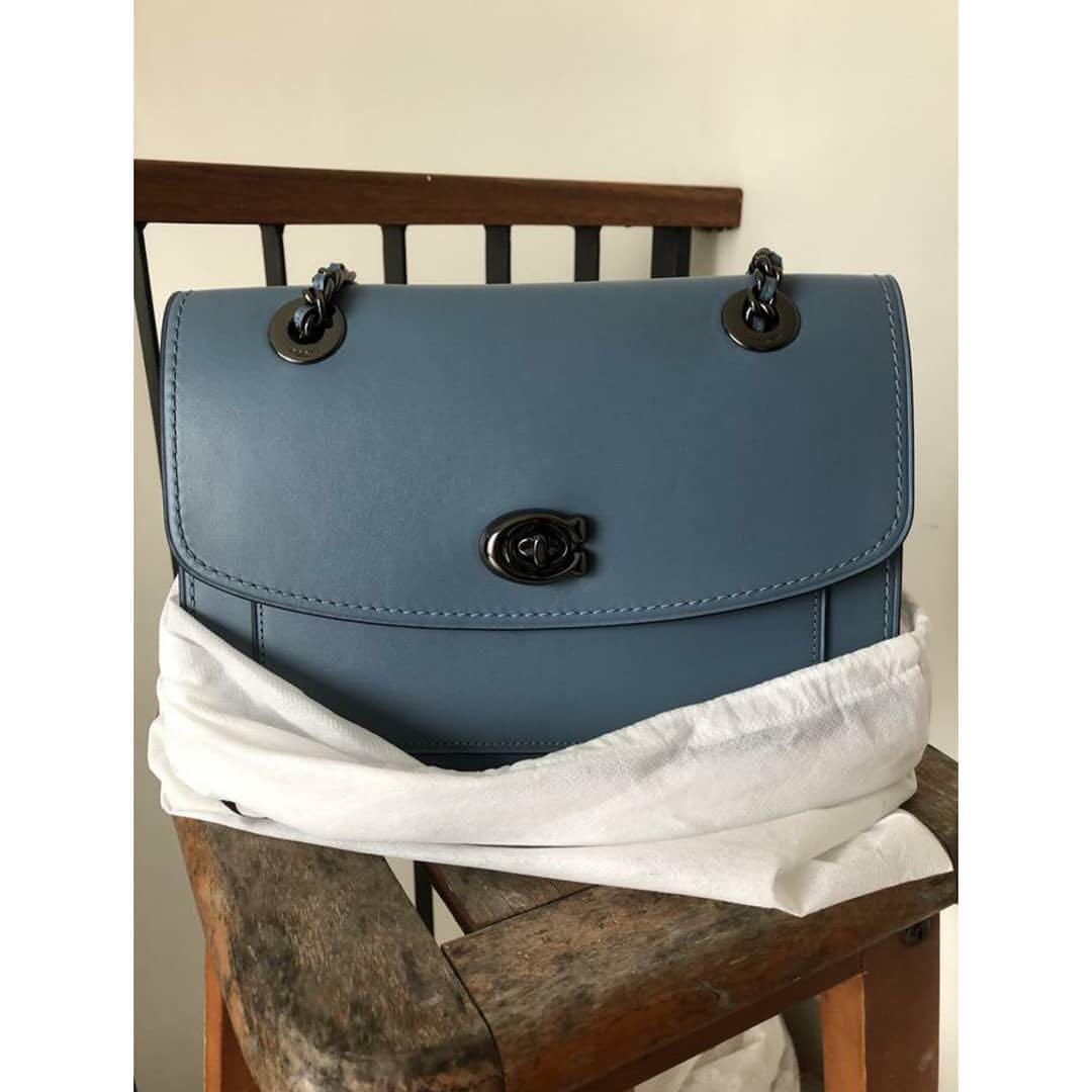 Coach parker Authentic  Warna : blue  Kondisi : Nwt, lengkap card dan DB Size : medium