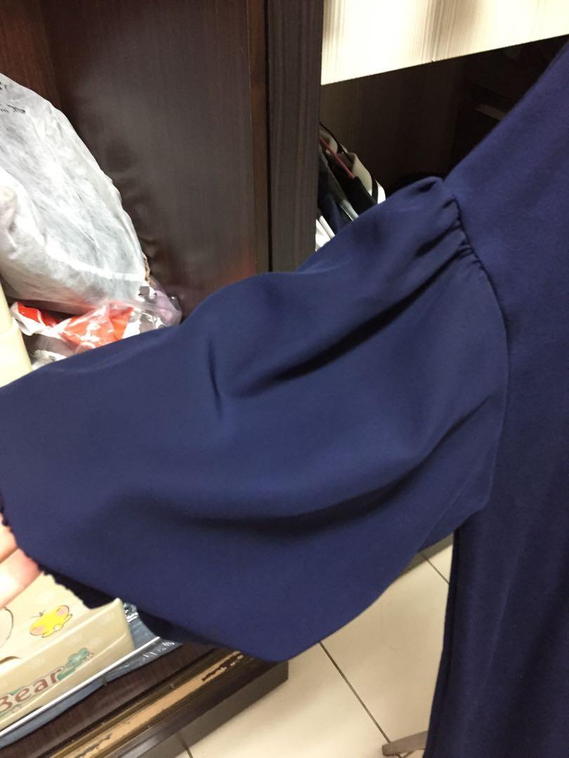 GU 深藍色澎手袖上衣