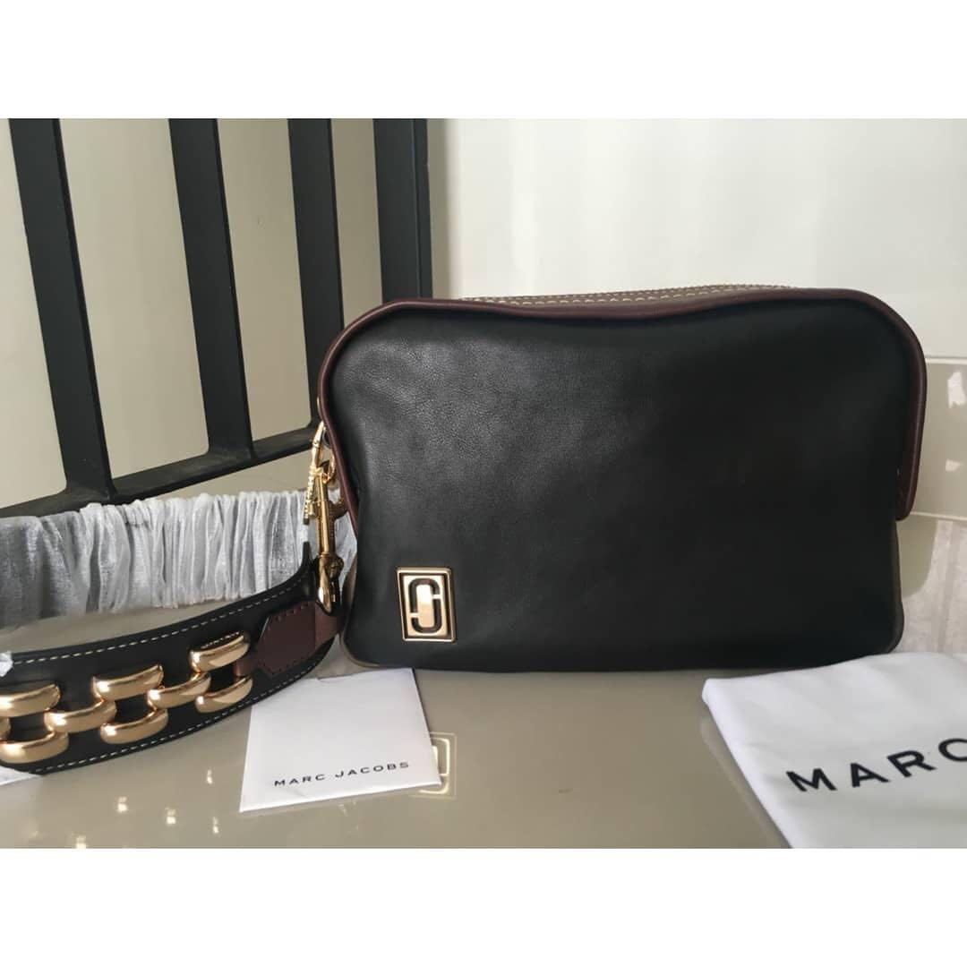 Marc jacob shoulder bag auth Color : black leather Kondisi : Like new vvgc ori  Kelengkapan : card, strap, dusbag Hj : 3,3 jt  Detail chat yaa 😊🙏🏻 Tq..