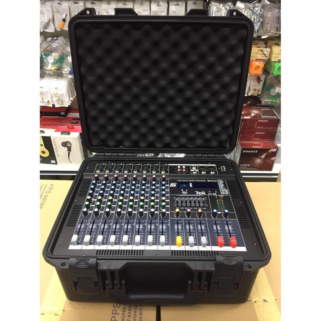TDX AV-8B 8-Channel Power Mixer with build in ABS case 700Wx2