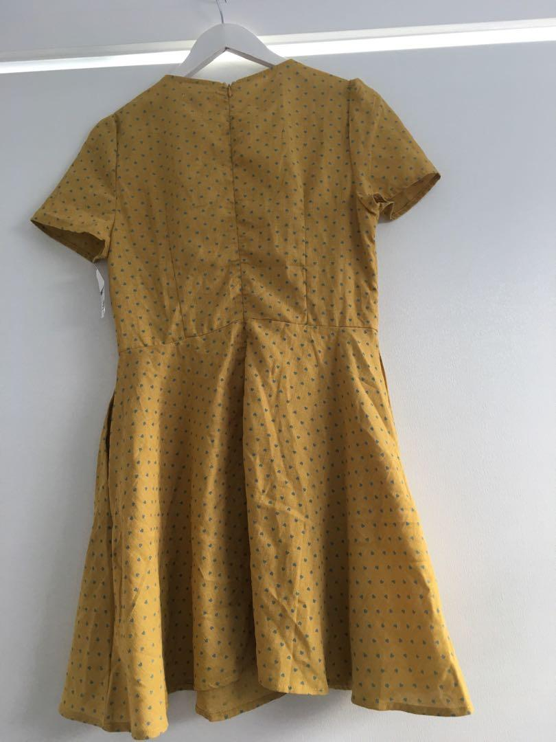 Thanne Size 14 Linen Dress Mustard with grey/blue hearts and cap sleeves $20 BNWT
