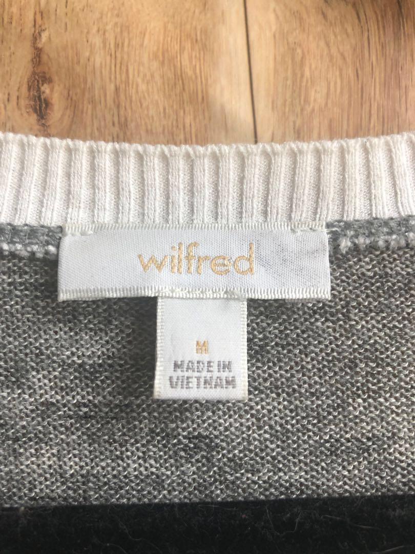 "Wilfred ""Sherbrooke"" Shirt size M Light Grey Long Sleeve V-Neck Blouse Aritzia"