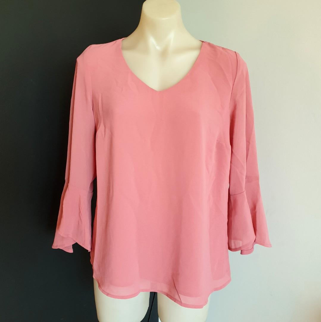 Women's size 12 'SUZANNE GRAE' Stunning blush long bell sleeve blouse - AS NEW