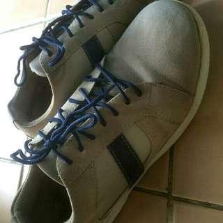 Sepatu suede Yongkidz jarang pake