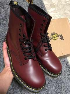 🚚 Dr Martens 1460 Boots