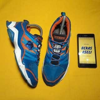 Sepatu Tracking DESCENTE Original Size 41 Mulus Seperti Baru No Minus