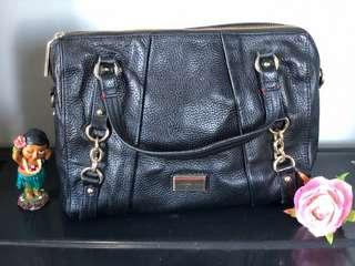 Authentic ALL LEATHER Tommy Hilfiger bag