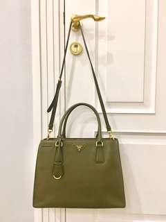 🚚 Brand New Prada Saffiano Medium with Box & Dust Bag