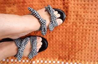 """Sandal hitam tali kotak"""""""