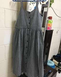 Gingham Dress (Buttoned)
