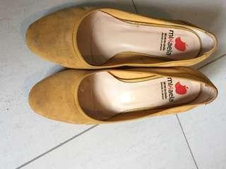 Span Mlkaela Low heels yellow very comfortable u.p aboveS$150