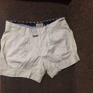 2 celana pendek wanita
