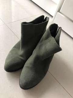 🚚 韓版墨綠色軟麂皮踝靴