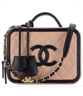 Chanel vanity case beige black in medium size