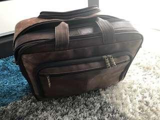 🚚 Samsnite leather roll-on travel bag