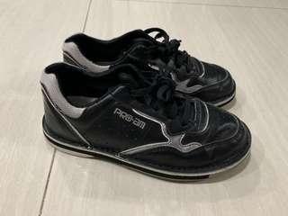 Pro Am size 5 Bowling shoe