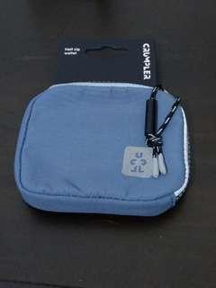 🚚 Crumpler half zip wallet