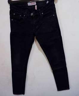 Jeans hitam cardinal