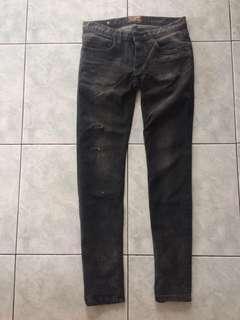 Skinny jeans arround
