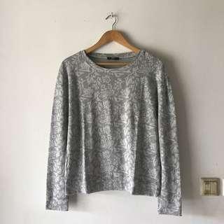 Sweater Abu Motif Abstrak