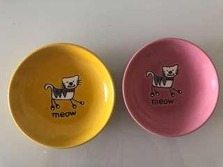 🚚 Food plates for cat