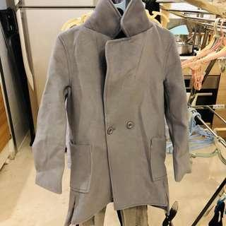 🚚 Greyish blue outer coat