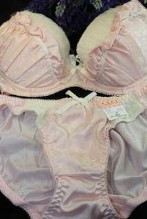 🚚 B80 甜美粉色 成套內衣 現貨 實拍 滿滿蕾絲抓皺  日系成套內衣