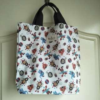 🚚 【onsale】Qzcai Garden全新猴子小丑大象獅子馬戲團圖案PVC手提袋.購物袋